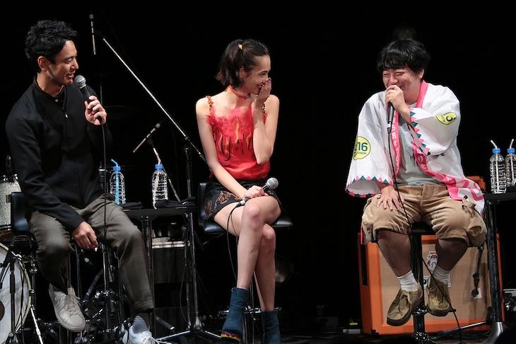 左から妻夫木聡、水原希子、渋谷直角。