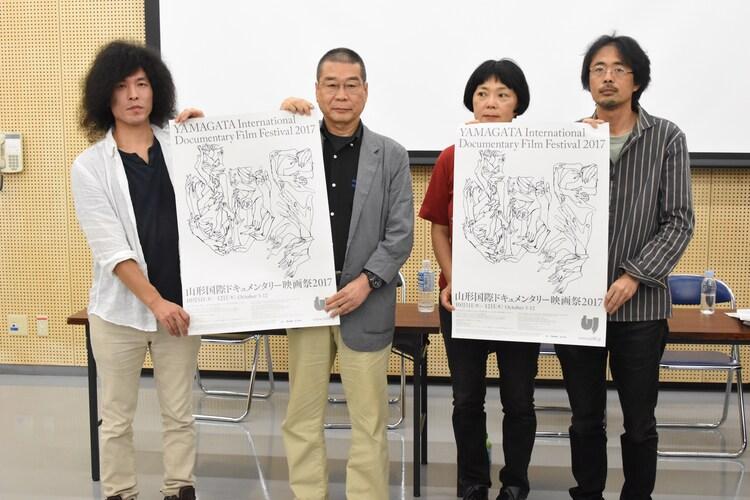 山形国際ドキュメンタリー映画祭2017記者会見の様子。左から我妻和樹、原一男、塩崎登史子、七里圭。