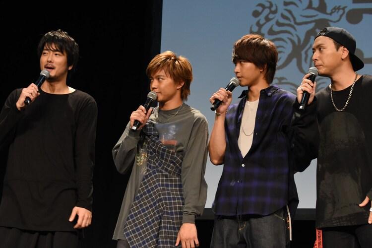 左から平沼紀久、佐藤大樹、佐藤寛太、山下健二郎。