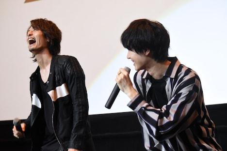 桜田通(右)に「優一さんは最初怖かったんです」と言われ、驚く中村優一(左)。