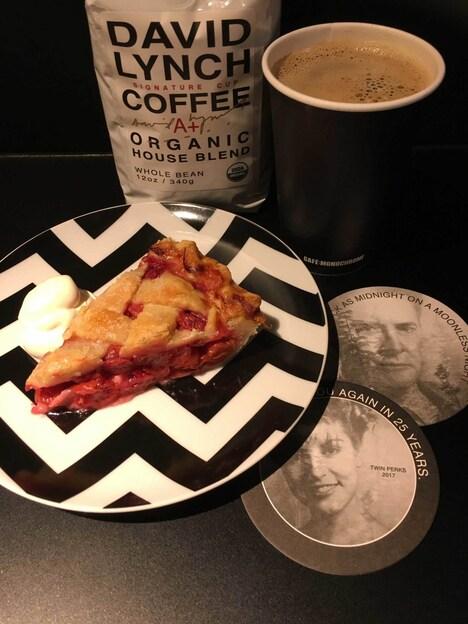 「TWIN PEAKS SET(チェリーパイ+デヴィッド・リンチコーヒー)」のイメージ写真。