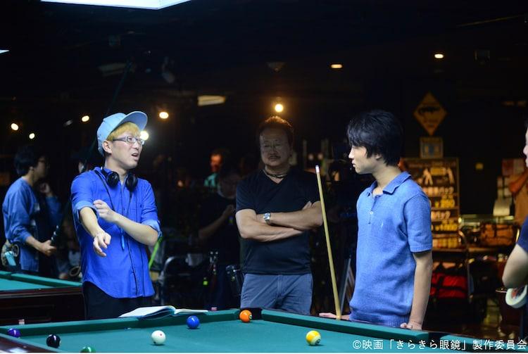 「きらきら眼鏡」メイキングカット。左から犬童一利、金井浩人。