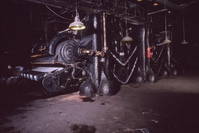「マングラー」 (c)1994 INVESTEC BANK LIMITED