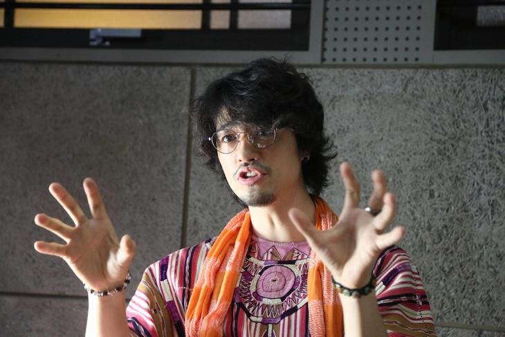 ドラマ「刑事ゆがみ」第2話に出演する斎藤工。