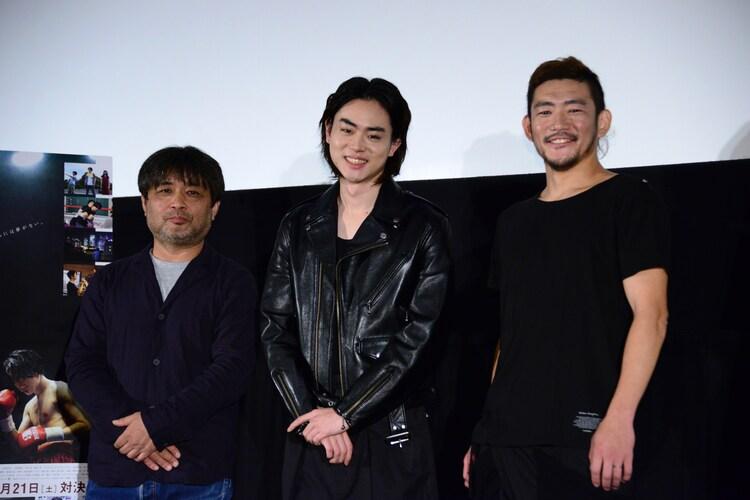 「あゝ、荒野 後篇」初日舞台挨拶の様子。左から岸善幸、菅田将暉、TOSHI-LOW(BRAHMAN)。