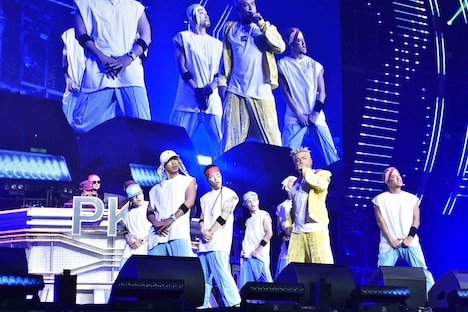 「PKCZ×HiGH&LOW 完成披露試写会&PREMIUM LIVE SHOW」11月7日公演より、CRAZYBOY(前列中央)。