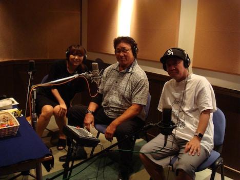 「LIVE FOR TODAY-天龍源一郎-」オーディオコメンタリー収録現場の様子。左から嶋田紋奈、天龍源一郎、川野浩司。