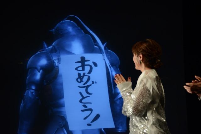 アルからの「おめでとう!」に拍手をする本田翼。