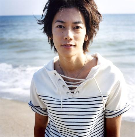 会場で披露された8年前の佐藤健の写真。