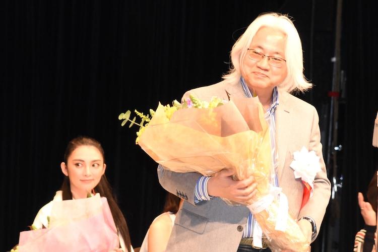 田中麗奈(左)、桝井省志(右)。