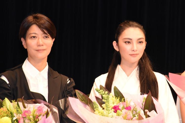 左から三島有紀子、田中麗奈。