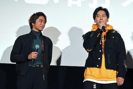左から佐藤寛太、山下健二郎。