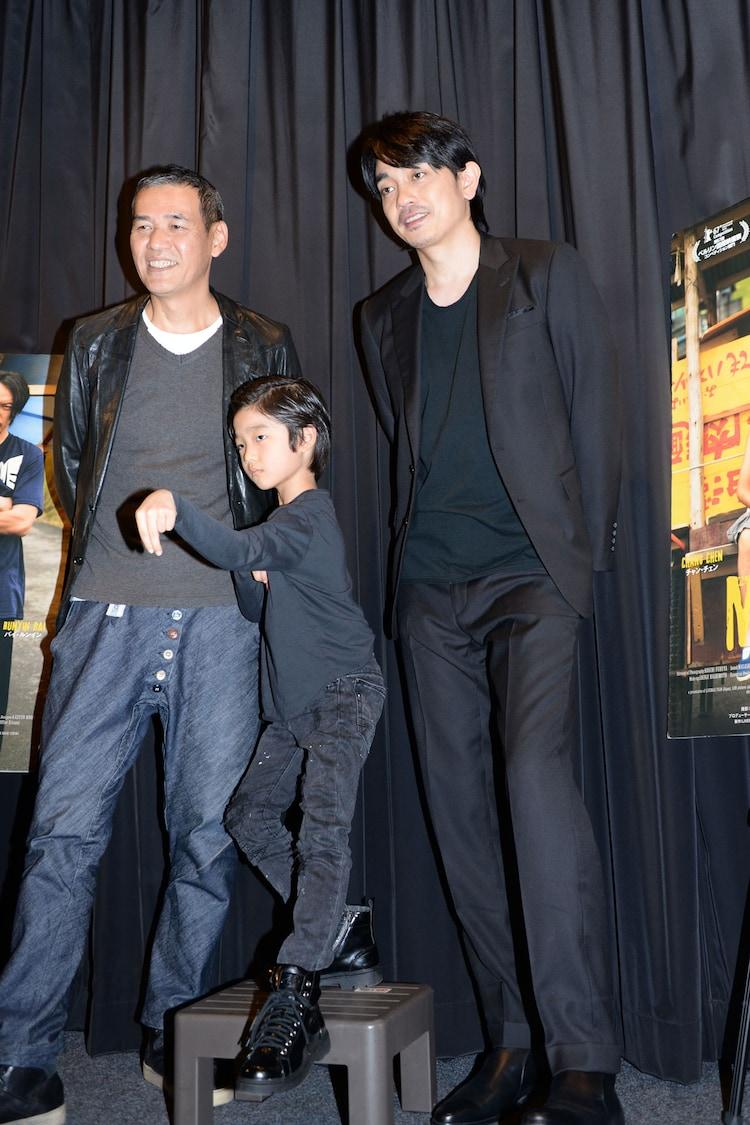 「MR.LONG/ミスター・ロン」初日舞台挨拶にて、左からSABU、バイ・ルンイン、青柳翔。