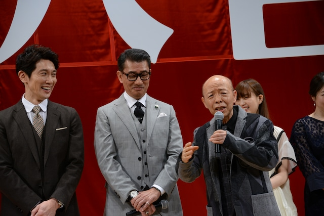 左から佐々木蔵之介、中井貴一、坂田利夫。