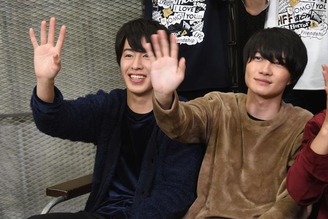 左から富田健太郎、神木隆之介。