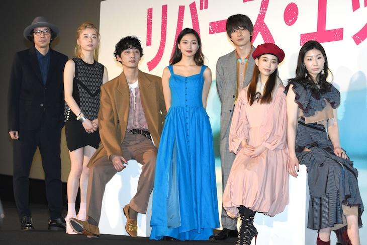映画「リバーズ・エッジ」完成披露舞台挨拶の様子。左から行定勲監督、SUMIRE、上杉柊平、二階堂ふみ、吉沢亮、森川葵、土居志央梨。