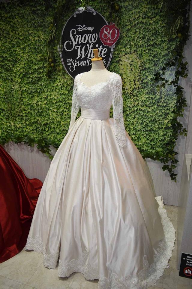 「白雪姫」がモチーフのウエディングドレス。