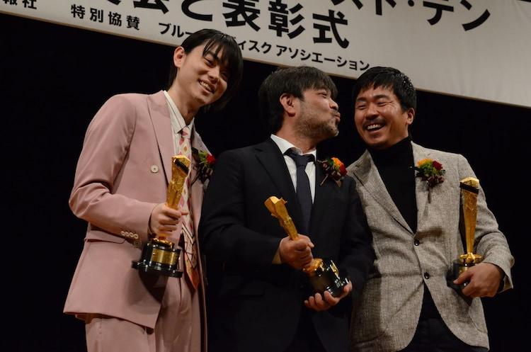 左から菅田将暉、岸善幸、ヤン・イクチュン。