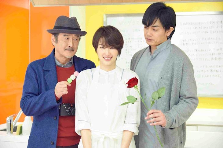 「東京センチメンタルSP~御茶ノ水の恋~」キャスト。左から吉田鋼太郎、吉瀬美智子、青柳翔。