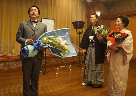 「この道」メイキングカット。左から大森南朋、松重豊、羽田美智子。