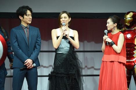 左から溝端淳平、米倉涼子、百田夏菜子。