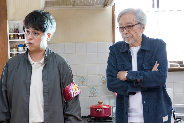 「妻よ薔薇のように 家族はつらいよIII」メイキングカット。左から立川志らく、山田洋次。