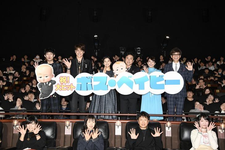 「ボス・ベイビー」初日舞台挨拶の様子。左から石田明、宮野真守、芳根京子、ムロツヨシ、乙葉、山寺宏一。