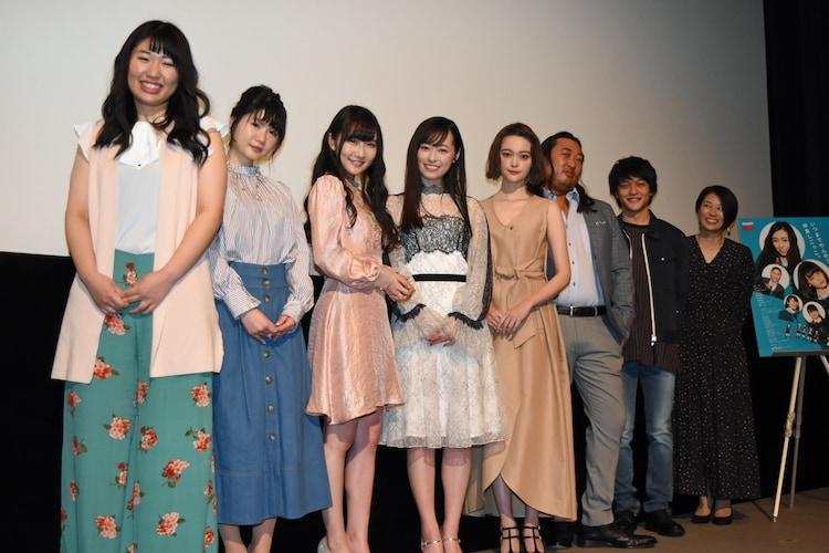 左から齋藤美咲、小野花梨、矢倉楓子(NMB48)、福原遥、玉城ティナ、ロバート秋山、福山康平、高野舞。
