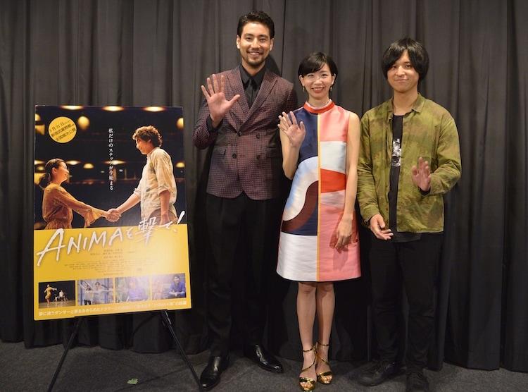 「ANIMAを撃て!」初日舞台挨拶の様子。左から小柳友、服部彩加、堀江貴大。
