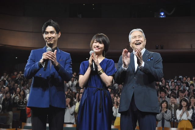 左から松田翔太、木村文乃、竜雷太。