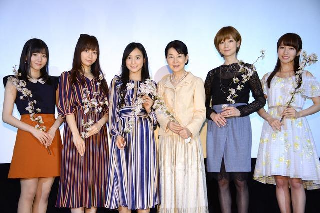 「北の桜守」ティーチインイベントの様子。左から小片リサ、長谷川萌美、田崎あさひ、吉永小百合、吉澤ひとみ、山木梨沙。