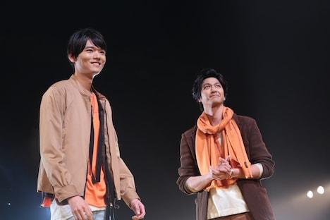 ランウェイに登場した古川雄輝(左)と速水もこみち(右)。