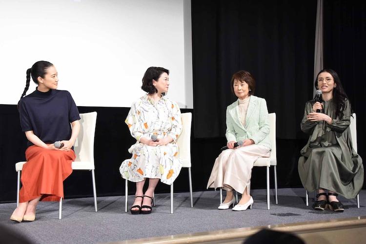 左から蒼井優、夏川結衣、吉行和子、中嶋朋子。