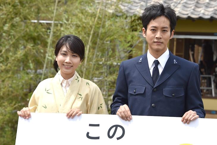 「この世界の片隅に」キャスト発表取材会に出席した松本穂香(左)と松坂桃李(右)。