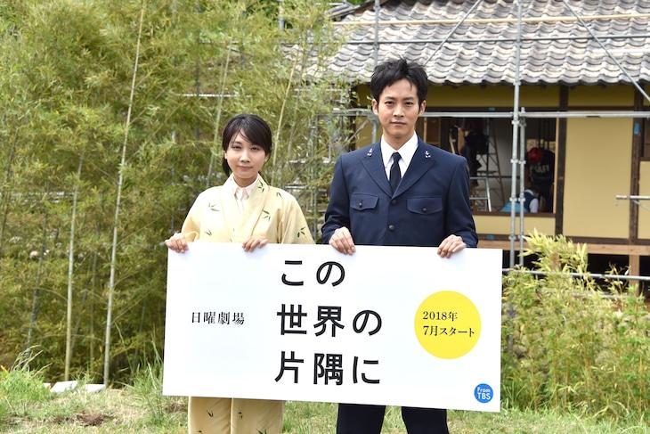 「この世界の片隅に」キャスト発表取材会に出席したすず役の松本穂香(左)と松坂桃李(右)。
