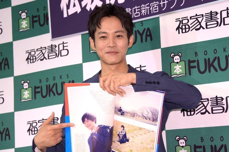 「妄想・松坂桃李2」発売記念イベントに出席した松坂桃李。
