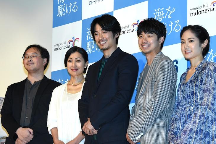 「海を駆ける」完成披露舞台挨拶の様子。左から深田晃司、鶴田真由、ディーン・フジオカ、太賀、阿部純子。