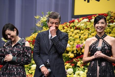 左から広末涼子、舘ひろし、黒木瞳。