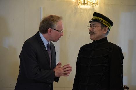 左から駐日ロシア大使のミハイル・ガルージン、イッセー尾形。