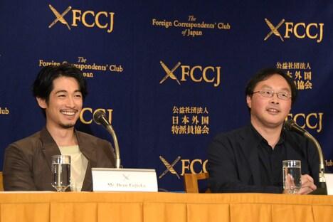 左からディーン・フジオカ、深田晃司。