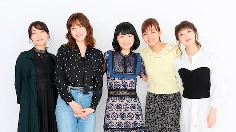 「伝説の『スーパー戦隊ヒロイン』座談会2007-2011」に参加するキャスト。左から平田裕香、杉本有美、森田涼花、にわみきほ、小池唯。