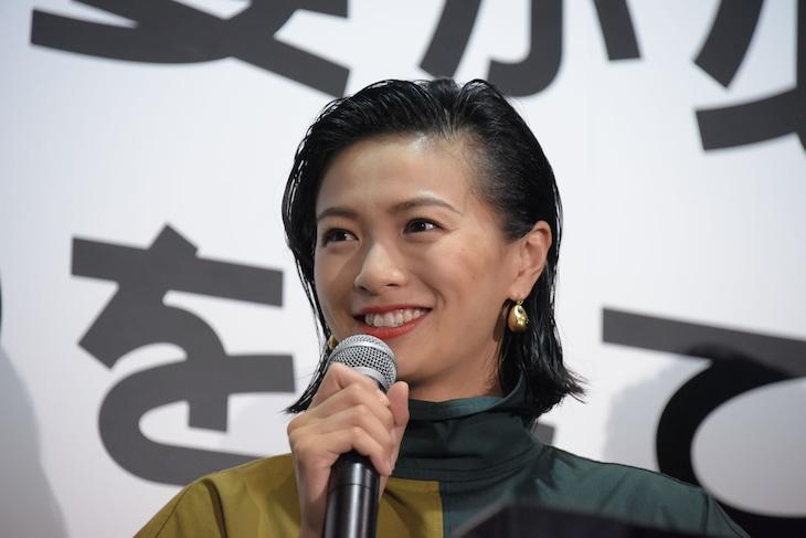 2018年6月9日、「家に帰ると妻が必ず死んだふりをしています。」公開記念舞台挨拶での榮倉奈々。
