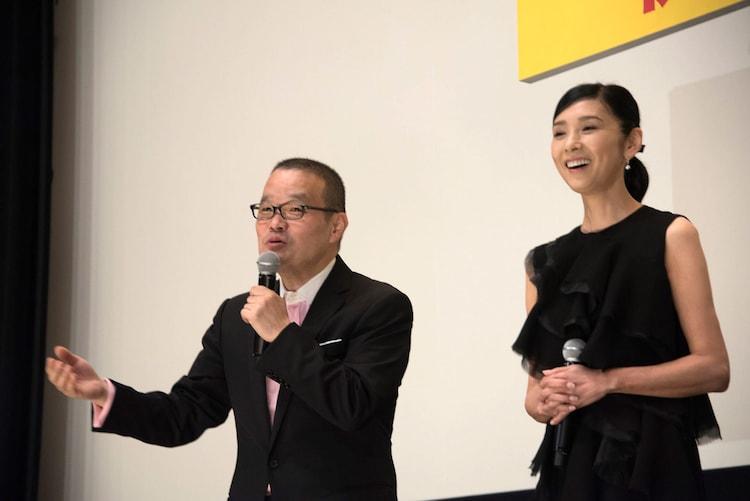 左から中田秀夫、黒木瞳。