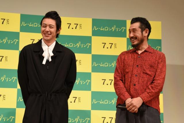 左からオダギリジョー、渋川清彦。