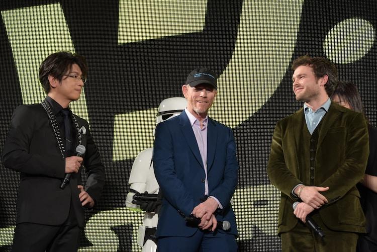 左から左から及川光博、ロン・ハワード監督、オールデン・エアエンライク。