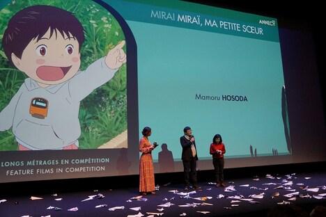アヌシー国際アニメーション映画祭の舞台挨拶の様子。