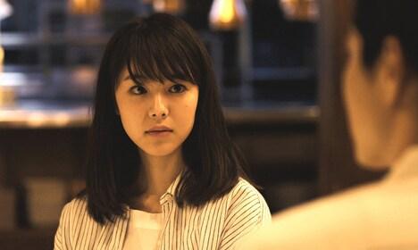 唐田えりか演じる朝子。