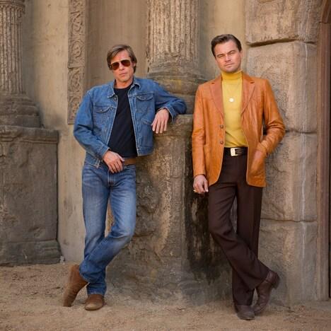 「Once Upon a Time in Hollywood(原題)」に出演するブラッド・ピット(左)とレオナルド・ディカプリオ(右)。