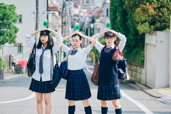 「放課後ソーダ日和」ビジュアル。左から田中芽衣演じるモモ、森田想演じるサナ、蒼波純演じるムウ子。