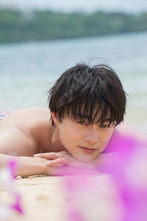 結木滉星ファースト写真集「滉星」(東京ニュース通信社刊)より。